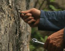 Odstraňovanie starých nitov - Dreveník, Peklo